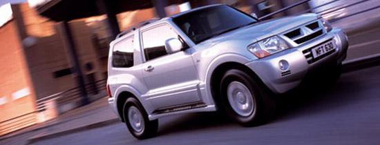 Стремительный рывок третьего поколения Mitsubishi Pajero в трехдверном кузове.