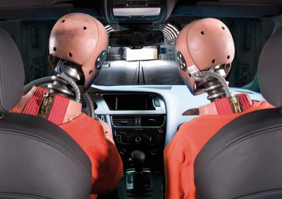 В США провели краш-тест Audi A6 и Volkswagen Passat