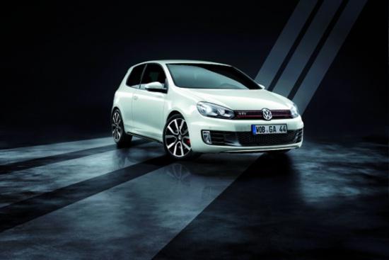 "VW Golf GTI примерил на себя ""adidas"""