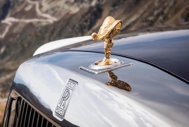 «Визитная карточка» Rolls-Royce - ангел на капоте