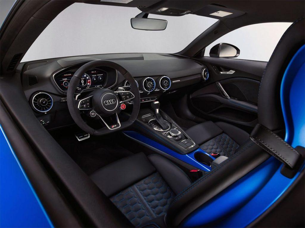 Аскетичный интерьер Audi TT