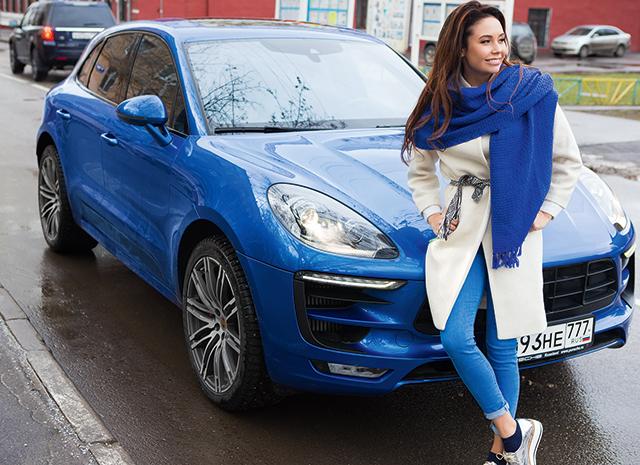 Спустя некоторое время Ляйсан Утяшева приобрела Porsche Macan в синем цвете кузове