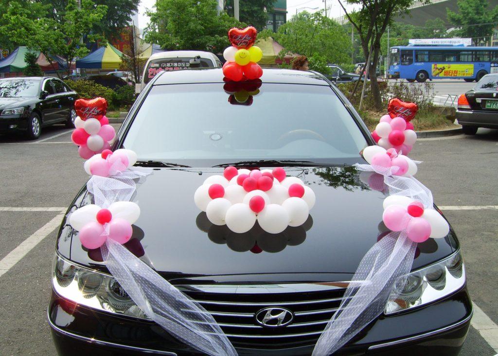 Оригинальный декор свадебного автомобиля: что выбрать?
