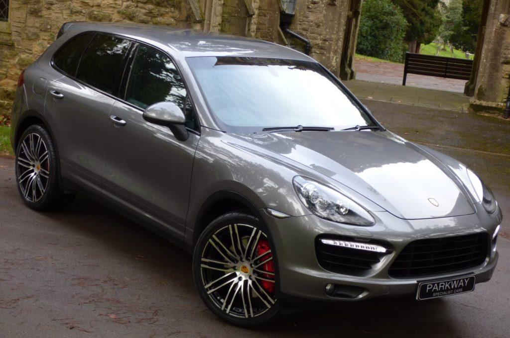 В 2015 году спортсменка обзавелась новым автомобилем - Porsche Cayenne