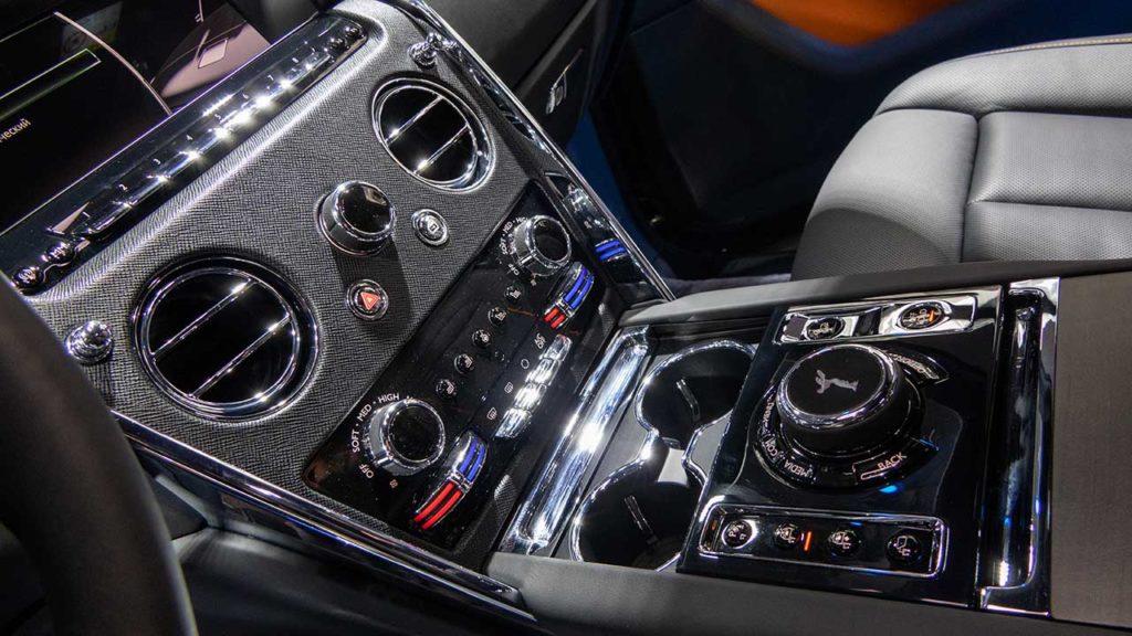 Панель управления опциями Rolls-Royce Cullinan