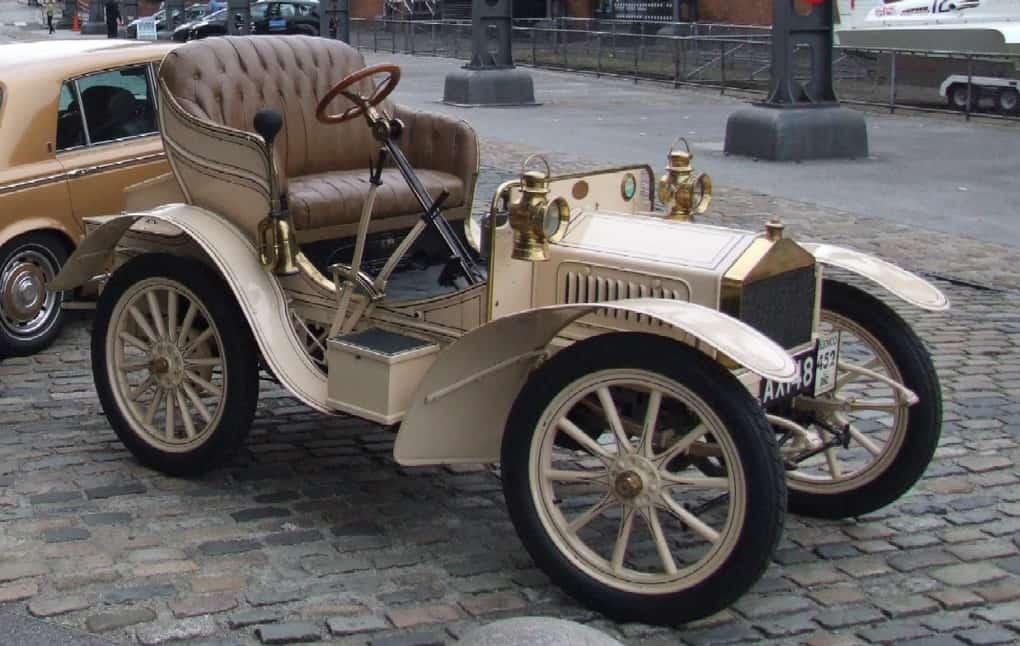 Первый автомобиль компании Rolls-Royce