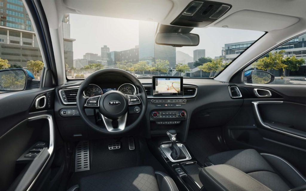 В базовой комплектации автомобиль снабжен 100-сильным мотором объемом 1.4-литра