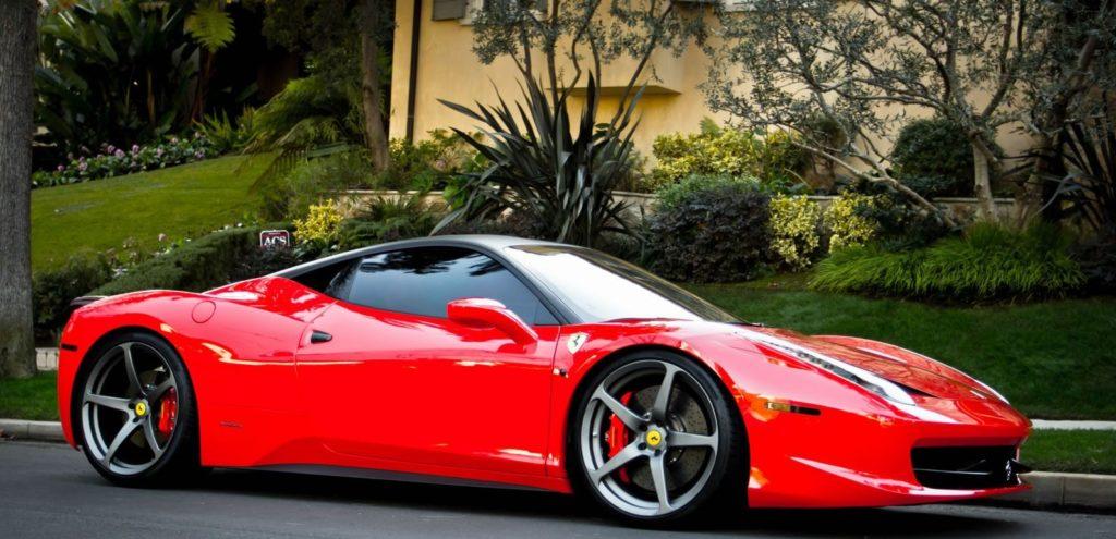 Элегантный спорткар Ferrari 458 Italia