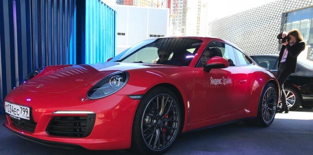 Что касается авто премиального класса, то тут Яндекс.Драйв готов предоставить Mercedes C180, BMW 520i, Porsche Panamera,  Genesis G70