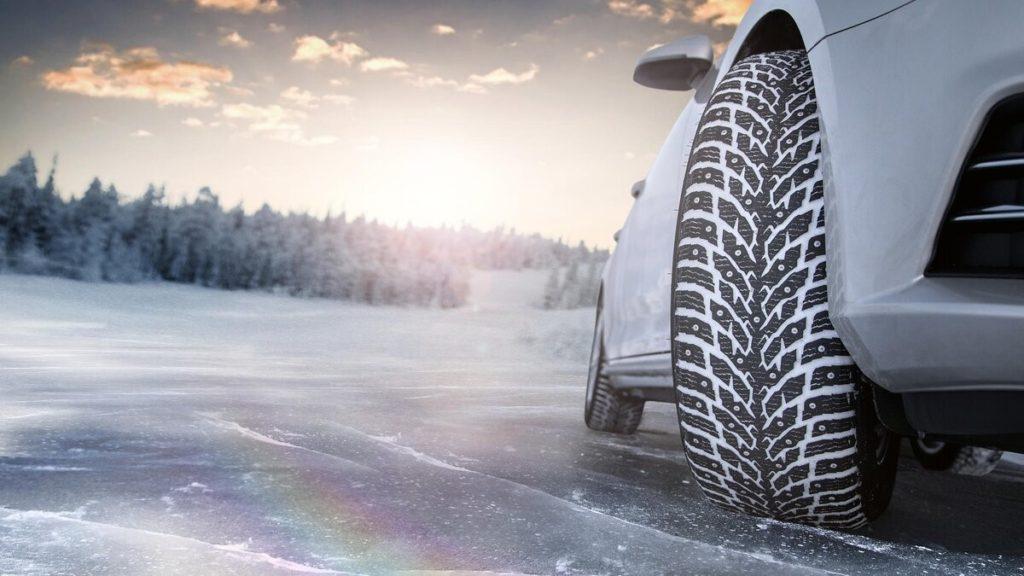 На автомобиль должна быть установлена зимняя резина. Или, как крайний случай – с всесезонным протектором