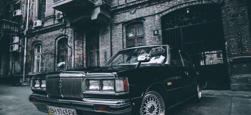 Toyota Crown MS110 Black Royal - имперская роскошь