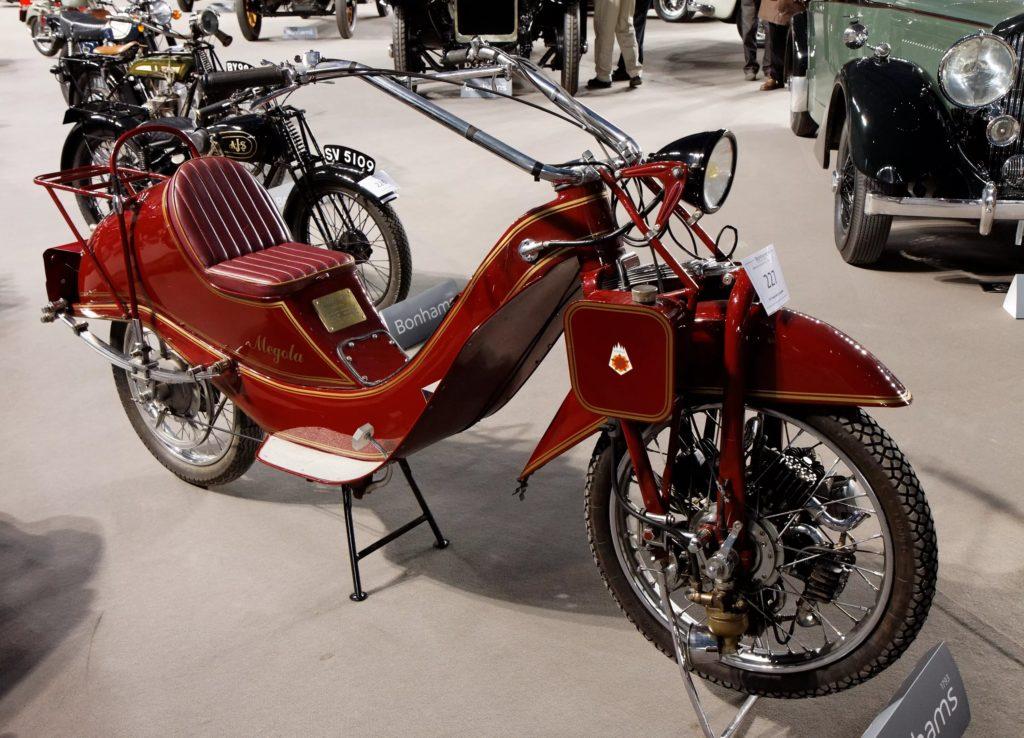Одним из первых массово производимых мотоциклов можно назвать байк Megola Touring