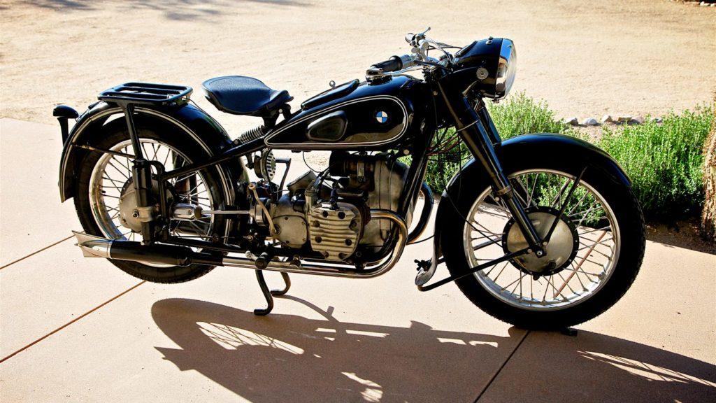 Мотоцикл BMW R71 стал прототипом для моделей советских мотоциклов Урал и Днепр и американского Harley-Davidson Xaruen