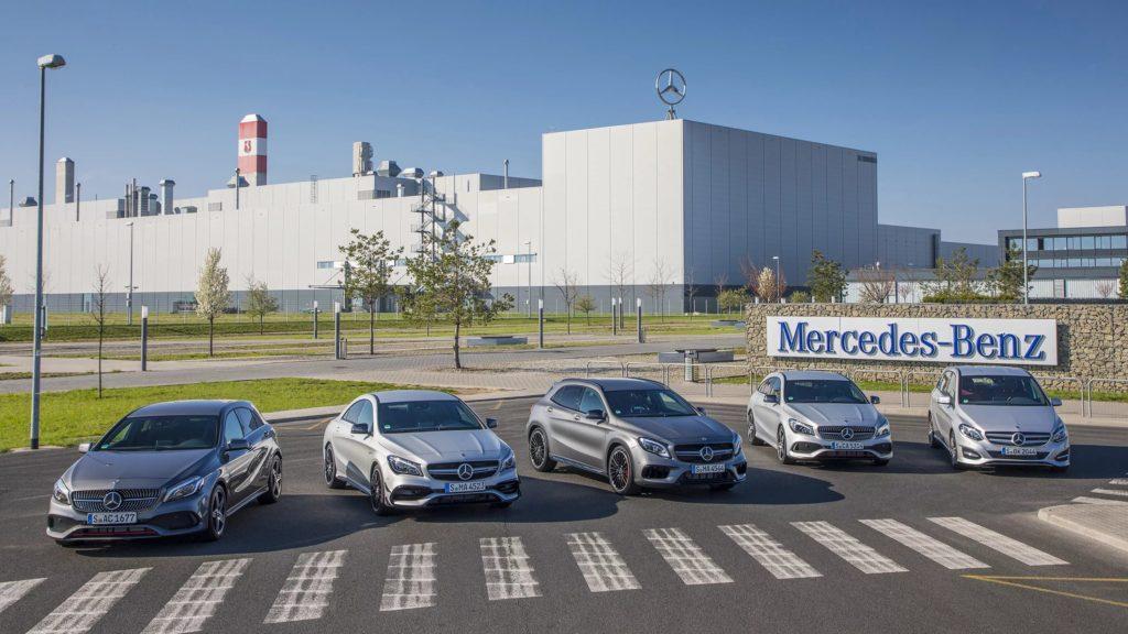 8 лет подряд компания Mercedes-Benz удерживает пальму первенства по продажам автомобилей премиум класса