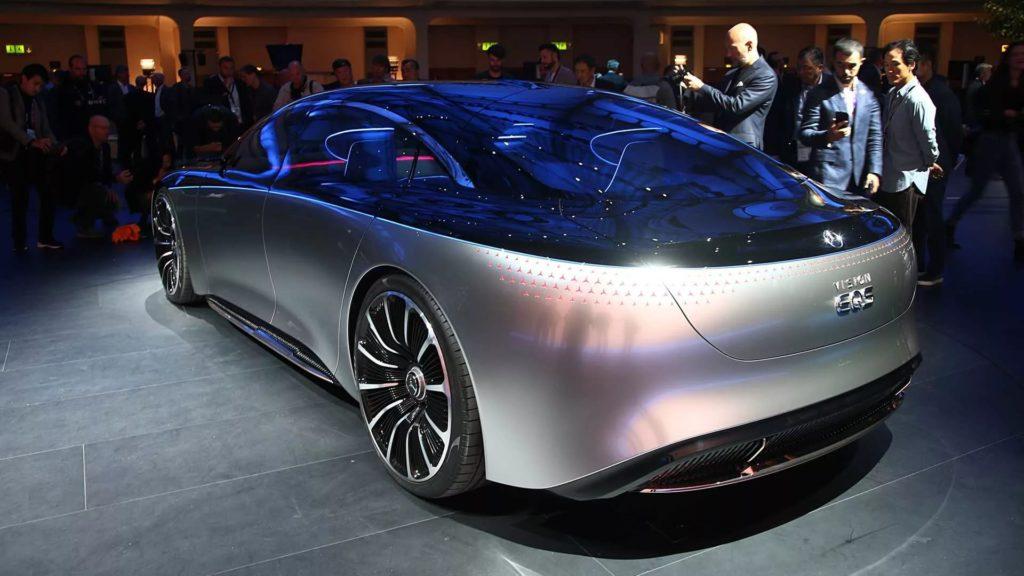 Полностью электрический седан снабжен функцией автопилота третьего уровня