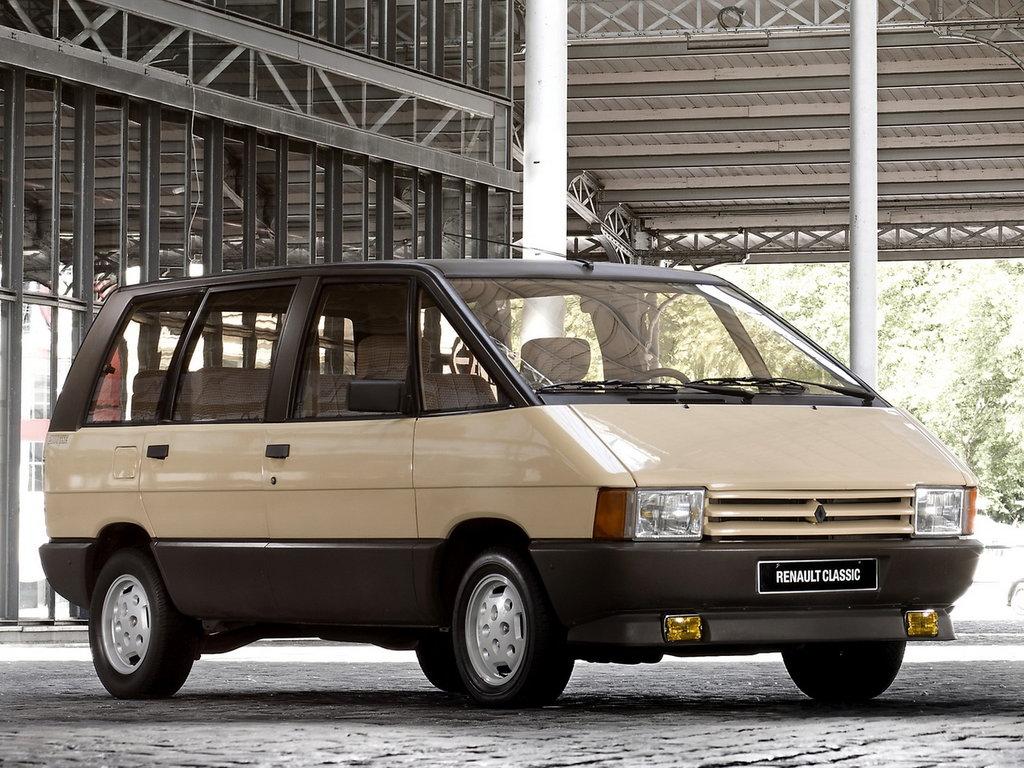 Наиболее подходящий образом для кузова был выбран Renault Espace первого поколения и выглядит настоящим собратом отечественного микроавтобуса