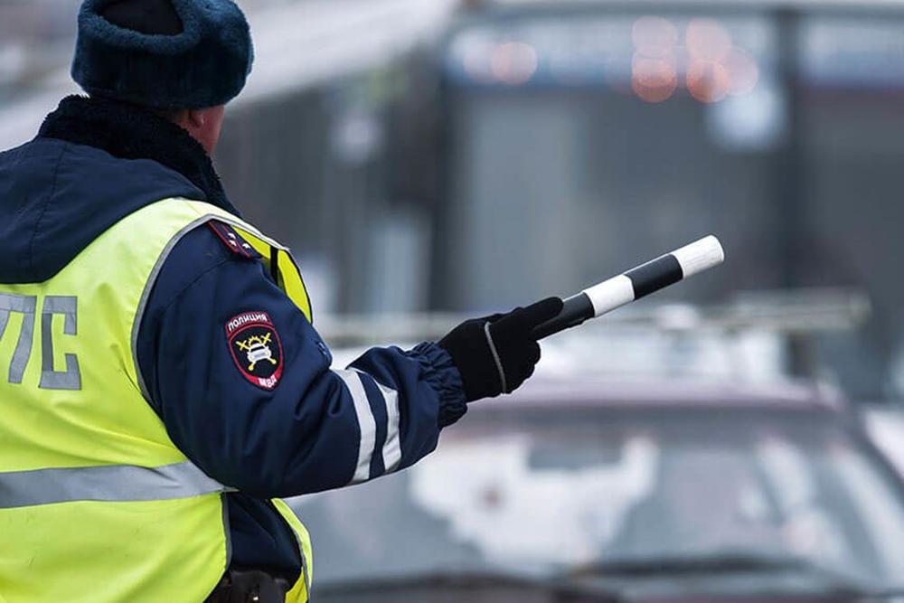 Из полицейской машины выбежал знакомый ранее Ивановский, довольный как паровоз подбегает к моей машине