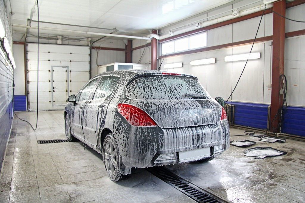 Серый цвет, например подойдет для тех, кто не любит часто мыть машину