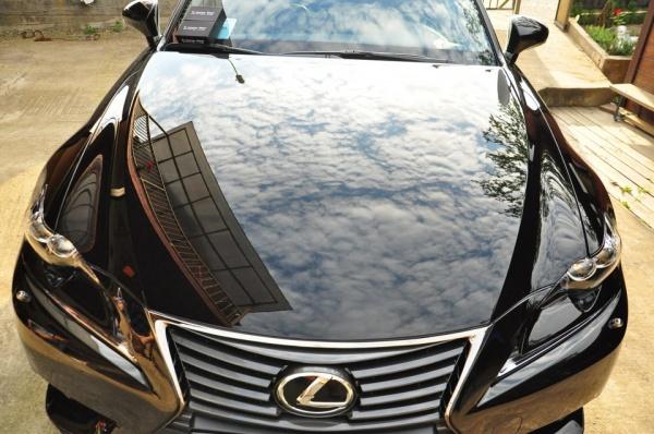 Автомобиль, покрытый жидким стеклом