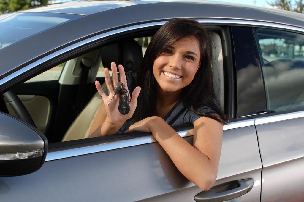 Говоря о расходах на машину, многие сразу представляют чеки на АЗС, однако бензином дело не ограничивается