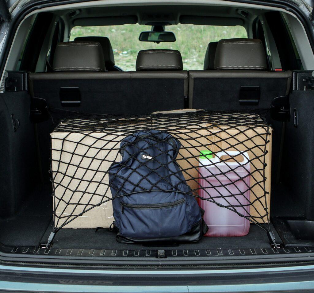 Пример использования сетки для багажника