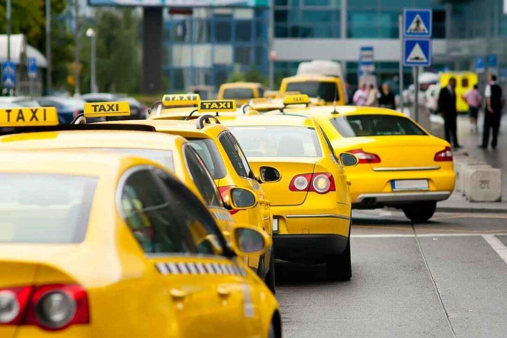 Минимальные ежедневные траты на личный автомобиль могут приблизиться к максимальным тратам на такси