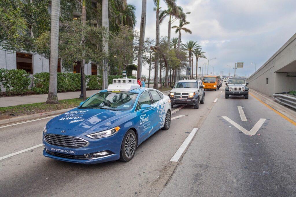 Ford приостанавливает работу над автономным сервисом доставки