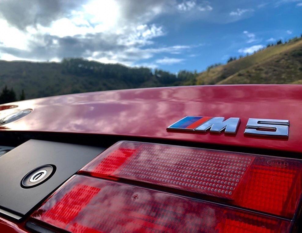 "Не машина, а ""пушка"" - знаменитая BMW M5"