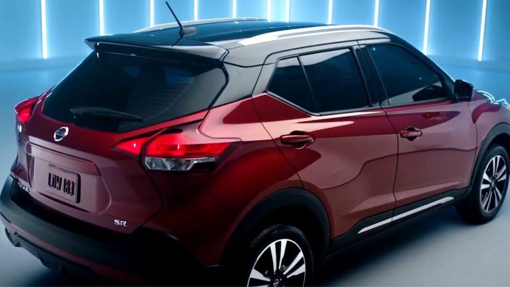 Nissan Kicks вид сзади