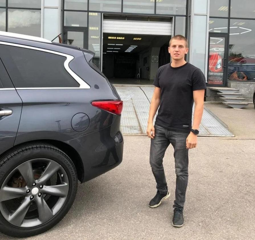 Алексей Щербаков со своим автомобилем