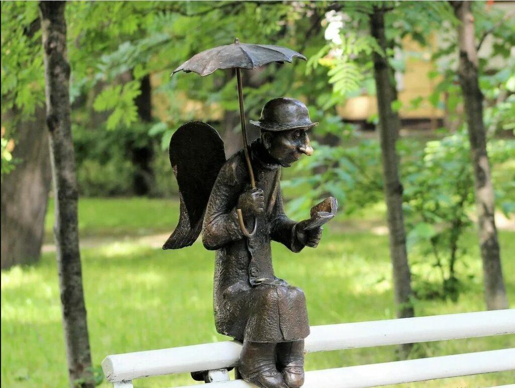 Скульптура Ангела в Измайловском саду