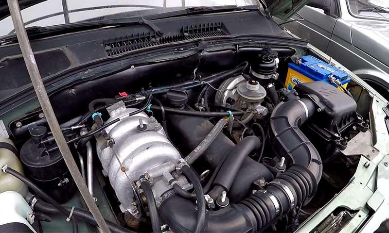 Ахиллесова пята» внедорожника это двигатель. Агрегат объемом 1.7 литра, мощностью 80 лошадиных сил слишком слаб