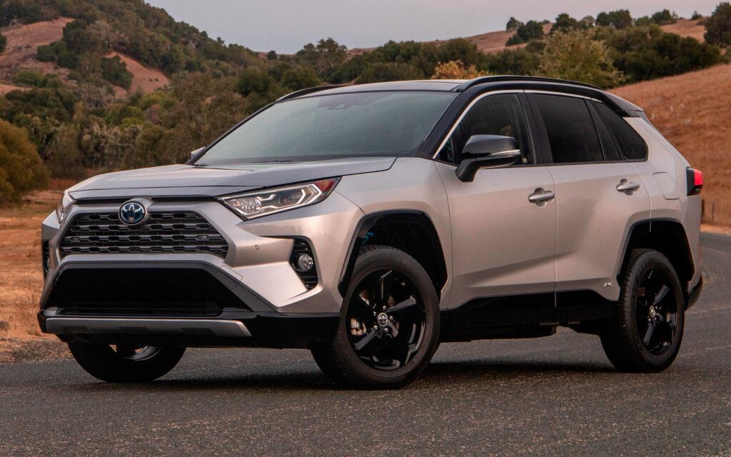 Toyota RAV4 вид спереди