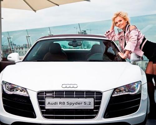 Валерия со своим автомобилем