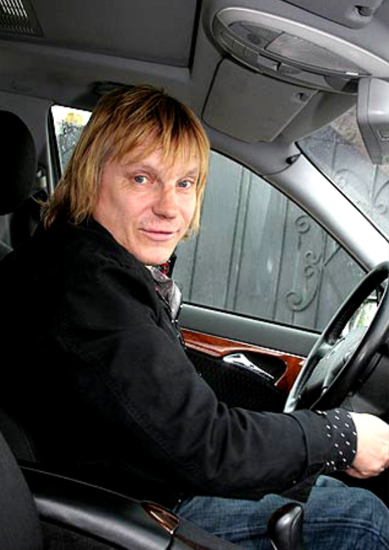 Виктор Салтыков за рулем своего Мерседеса