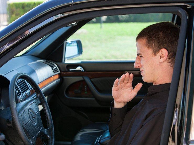 Но помимо этого владельцы наверняка отлично знают аромат своего автомобиля и любой лишний запах должен насторожить