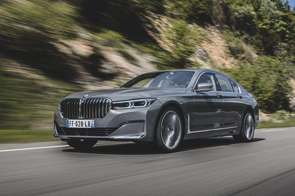 BMW 7 в движении