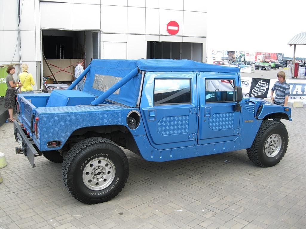 Голубой Hummer-кабриолет Богдана Титомира