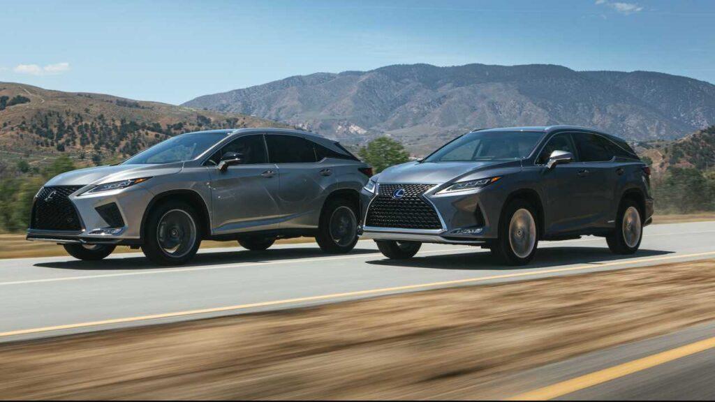 Lexus RX в движении