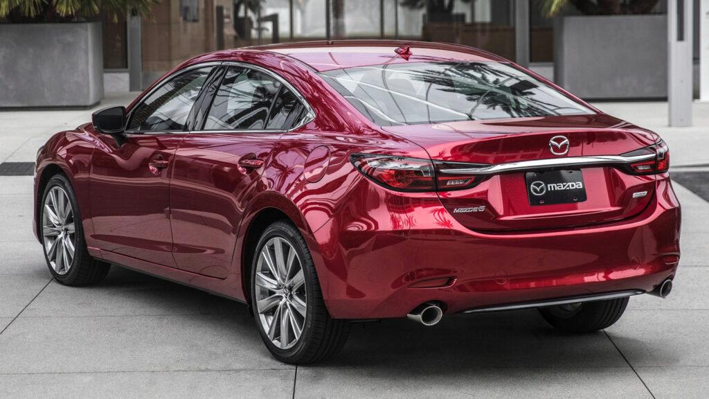 Mazda 6, вид сзади