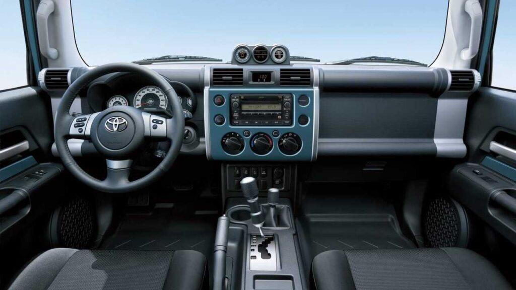 Салон Toyota FJ Cruiser