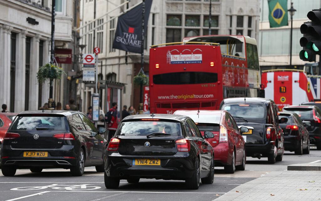 В Лондоне берут плату за въезд в город