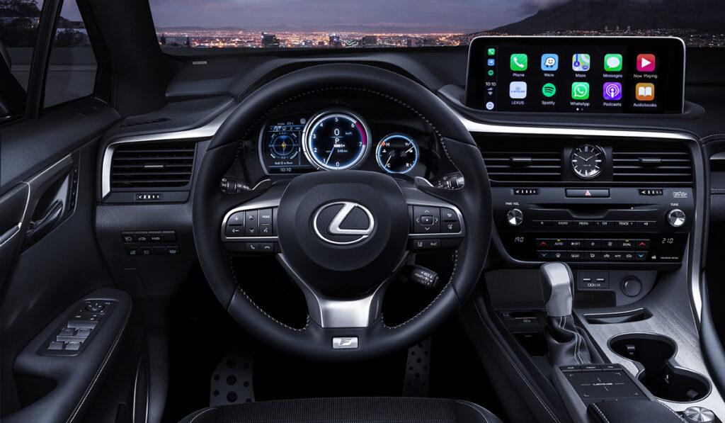 Водительское пространство Lexus RX