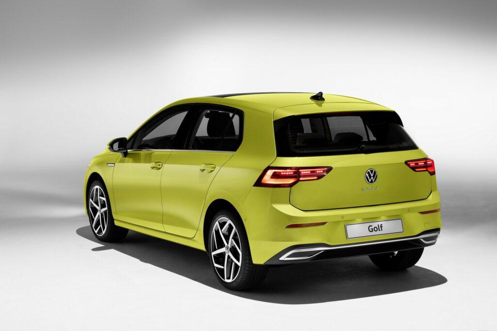 Volkswagen Golf VIII, вид сзади