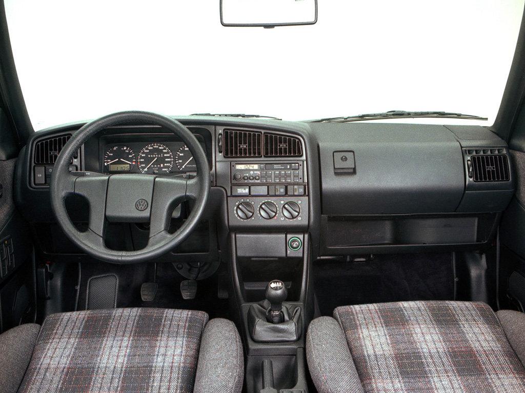 Знакомый многим салон VW Passat GT B3