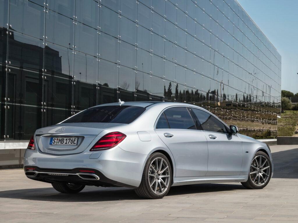 Mercedes S-class, вид сзади