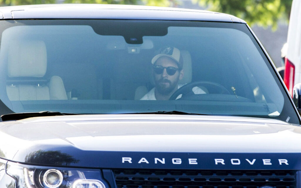 Месси за рулем своего любимого Range Rover