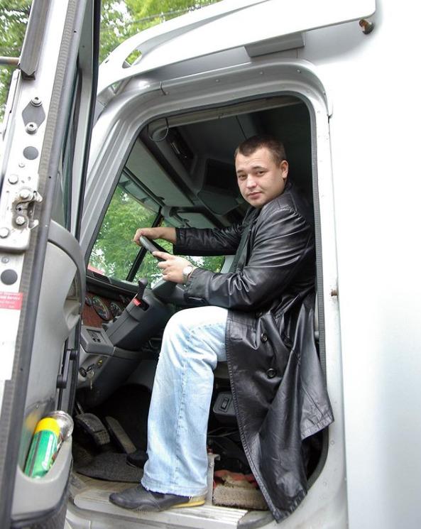 Сергей Жуков за рулем большегруза