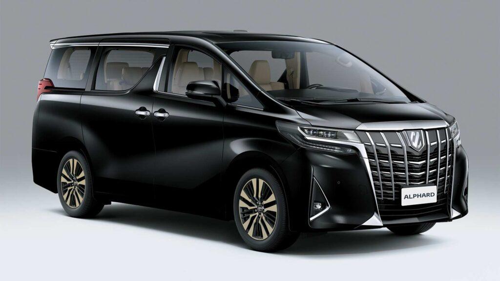 Toyota Alphard, вид спереди