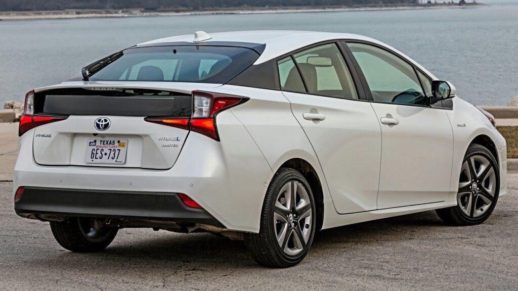 Toyota Prius, вид сзади